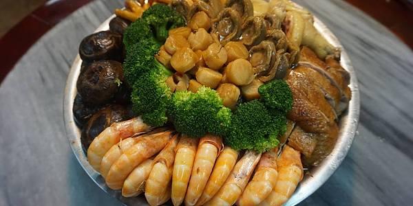 黃金圍村盆菜